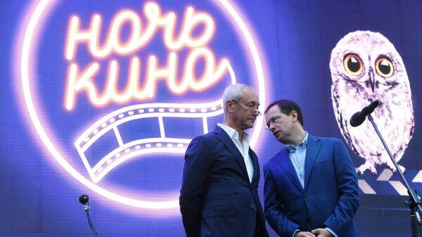 Министр культуры РФ Владимир Мединский и актер Евгений Герасимов в Музее Москвы во время всероссийской акции Ночь кино
