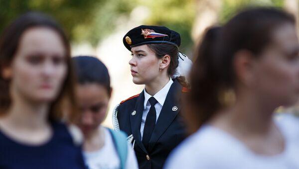 Девушки-кандидаты в курсанты Краснодарского высшего военного авиационного училища летчиков