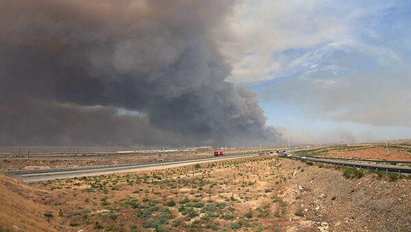 Дым от пожара на оружейном складе в Азербайджане. 27 августа 2017