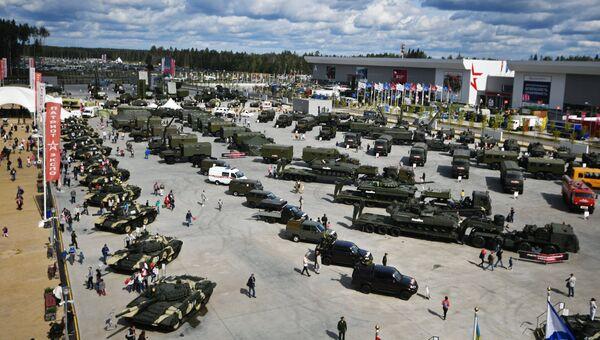 Экспозиция военной техники в рамках международного военно-технического форума Армия-2017 на полигоне Алабино. Архивное фото