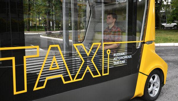 Первый беспилотный пассажирский автобус MatrЁshka во время тестового рейса. Архивное фото