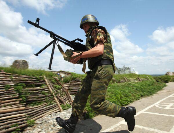 Пулеметчик из состава миротворческих сил. Архив