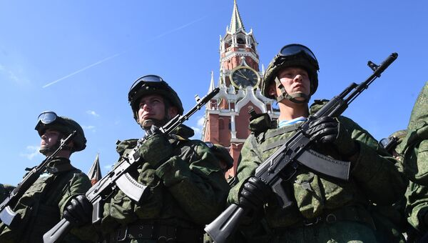 Военнослужащие на Красной площади в Москве