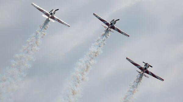 Самолеты Як-52 пилотажной группы Открытое небо в Новосибирской области