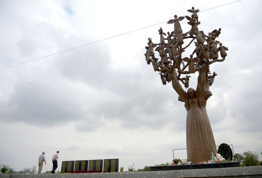 Мемориал памяти жертв теракта 1 сентября 2004 года в Беслане