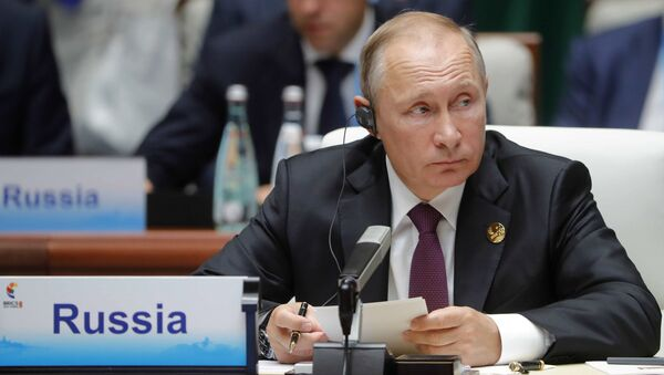 Президент РФ Владимир Путин во время встречи лидеров БРИКС в расширенном составе с участием делегаций. 4 сентября 2017
