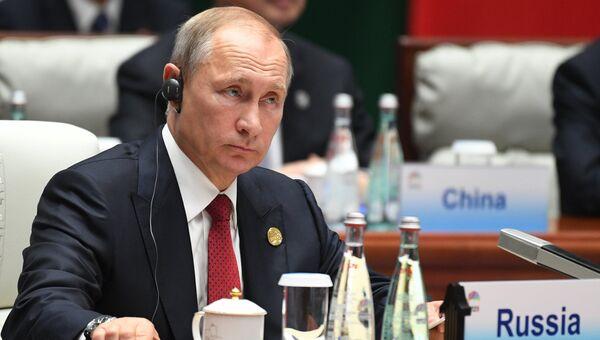 Президент РФ Владимир Путин во время встречи лидеров БРИКС с главами приглашенных государств. 5 сентября 2017