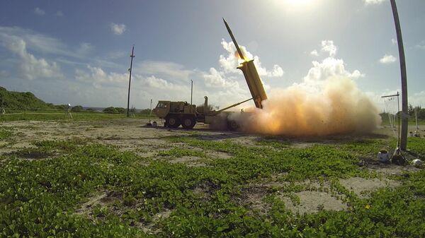 Запуск ракеты американского противоракетного комплекса системы THAAD