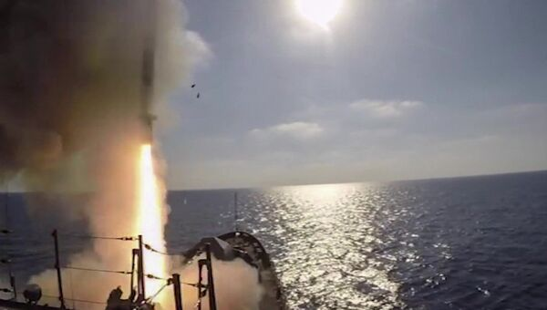 Пуски крылатых ракет Калибр с фрегата Адмирал Эссен по объектам запрещенной в РФ террористической группировки ИГИЛ в Сирии. 5 сентября 2017