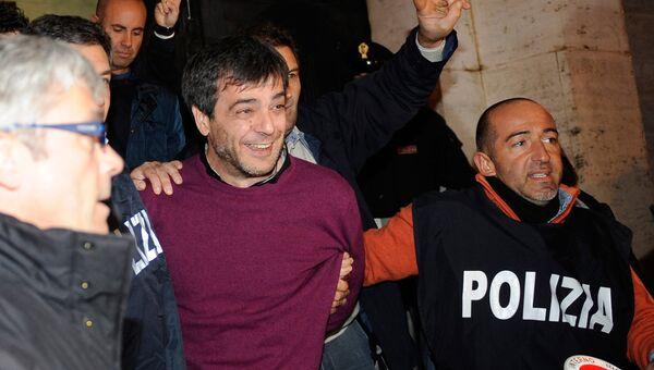 Антонио Йовине, влиятельный босс неаполитанской Каморры, после его ареста в полицейском штабе Неаполя, Италия