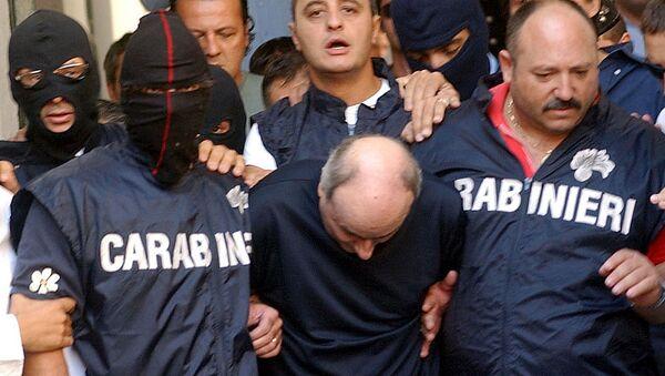 Паоло Ди Лауро, по прозвищу Чируццо-миллионер арестован карабинерами в Неаполе, на юге Италии. Архивное фото