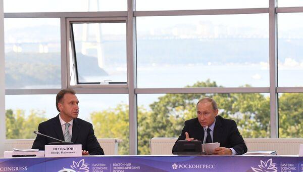 Президент РФ Владимир Путин проводит заседание президиума Государственного совета на острове Русский. 6 сентября 2017