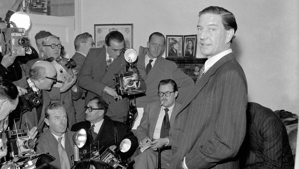 Ким Филби во время пресс-конференции в доме его родителей в Лондоне