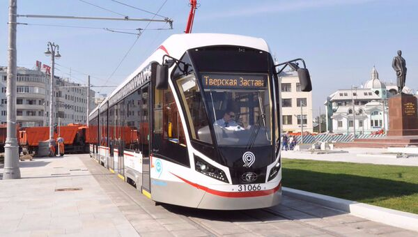 Трамвай нового поколения на площади Тверская Застава. Архивное фото