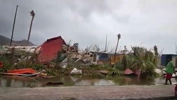 Рухнувшие дома и затопленные улицы: ураган Ирма ударил по Карибам