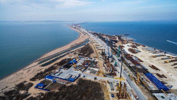 Строительство транспортного перехода через Керченский пролив на острове Тузла в Азовском море. 13 марта 2017