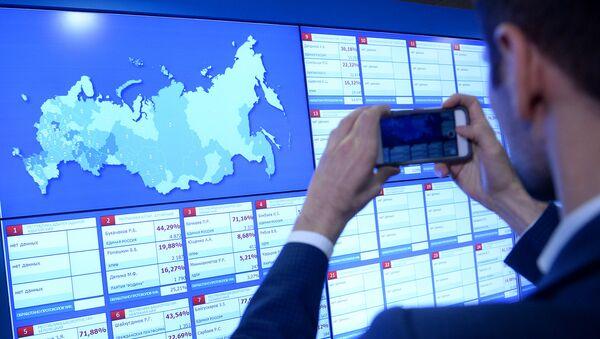 Информационные экраны в Центральной избирательной комиссии в единый день голосования. Архивное фото