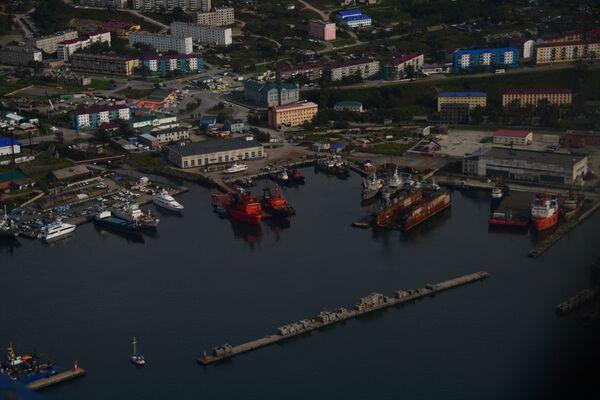 Порт в городе Корсаков на берегу залива Анива