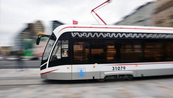 Трамвай на площади Тверская Застава в Москве. Архивное фото