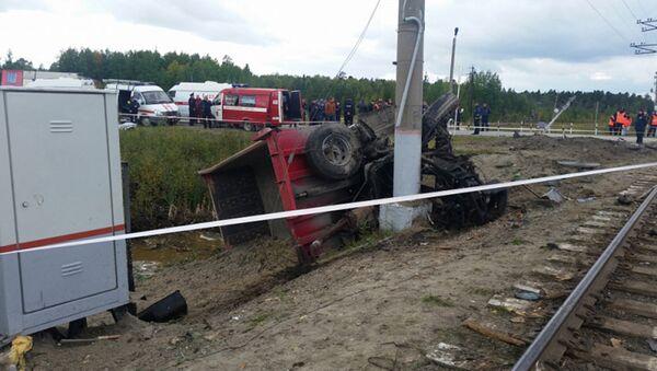 На месте столкновения пассажирского поезда и грузовика в Ханты-Мансийском автономном округе. 9 сентября 2017