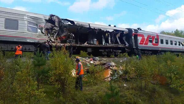 Пассажирский поезд столкнулся с грузовиком в Югре. Кадры с места ЧП. Архивное фото