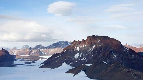 Горный массив Вольтадт в Антарктиде. Архивное фото