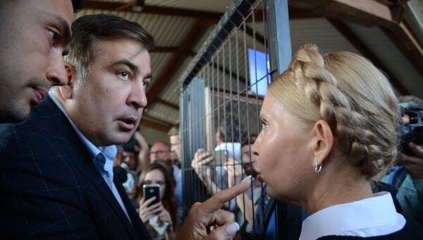 Михаил Саакашвили и лидер всеукраинского объединения Батькивщина Юлия Тимошенко на железнодорожном вокзале в польском Пшемышле. 10 сентября 2017