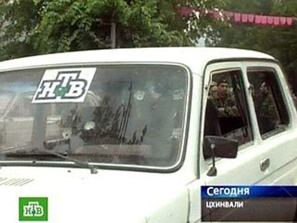 В окрестностях Цхинвали под обстрел попала машина съемочной группы телеканала НТВ