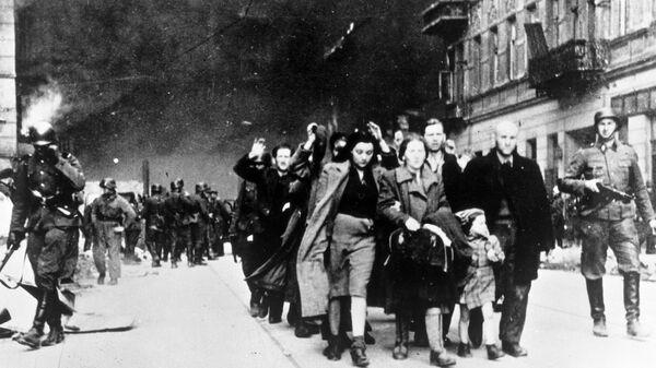 Жителей Варшавского гетто отправляют в лагерь смерти Треблинка. 1942 год