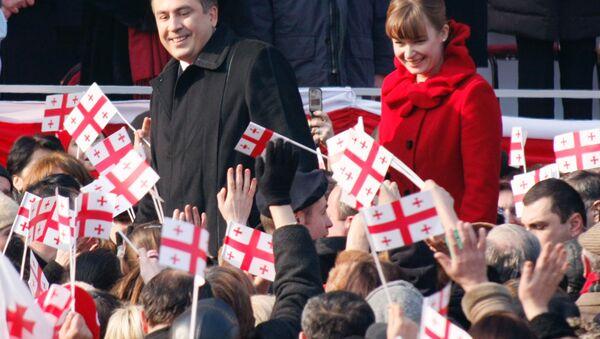 Экс-президент Грузии Михаил Саакашвили с супругой. Архивное фото