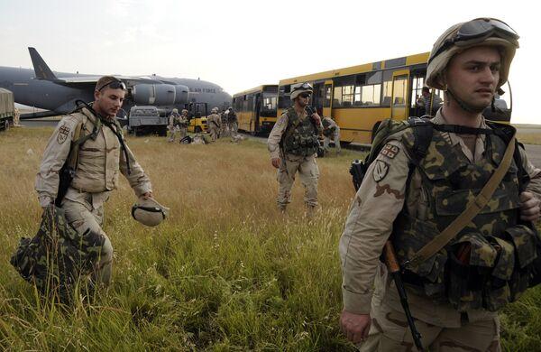 Возвращение грузинских солдат из Ирака на авиабазу в Тбилиси военно-траспортным самолетом США