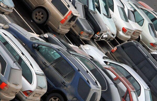 Только треть автовладельцев в Москве обеспечены местами для парковки