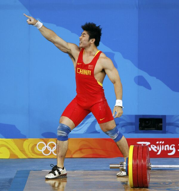 Китайский штангист Лу Юн с мировом рекордом стал олимпийским чемпионом