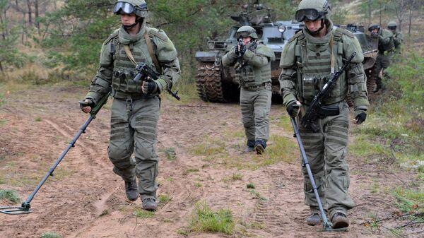 Военнослужащие саперного подразделения вооруженных сил РФ. Архивное фото