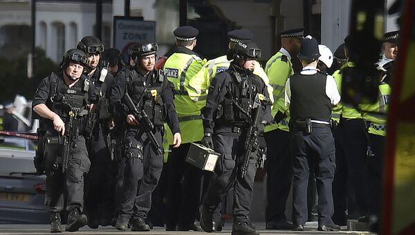 Полиция у станции метро Parsons Green в Лондоне. 15 сентября 2017