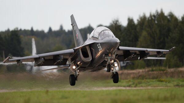 Учебно-боевой самолет Як-130. Архивное фото