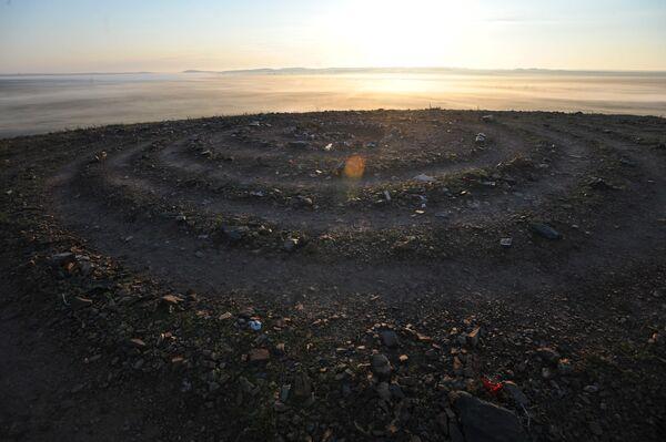 Спираль желаний на сопке Шаманка в историко-культурном заповеднике Аркаим