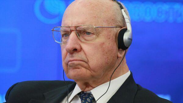 Чрезвычайный и Полномочный Посол США в РФ (1993–1996 гг.) Томас Пикеринг. Архивное фото