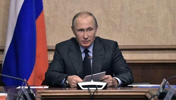 Президент РФ Владимир Путин проводит заседание Военно-промышленной комиссии. 19 сентября 2017
