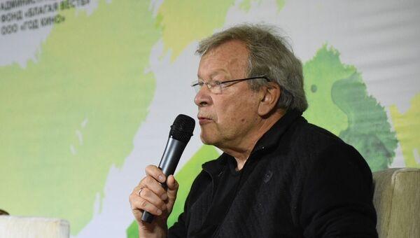 Писатель Виктор Ерофеев на встрече с поклонниками  в рамках XV открытого фестиваля кино и театра Амурская осень в Благовещенске. 19 сентября 2017 года