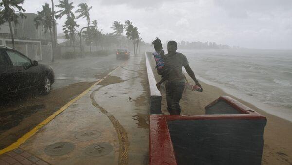 Ситуация на пляже в Сан-Хуане во время урагана Мария