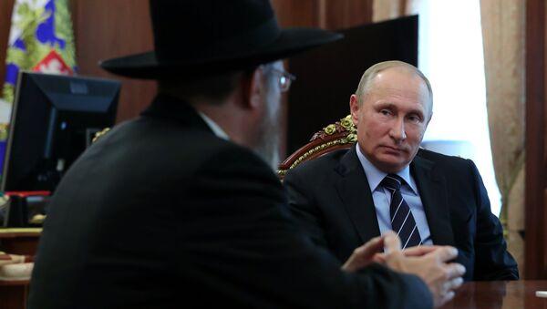 Владимир Путин во время встречи с главным раввином России Берлом Лазаром. 20 сентября 2017