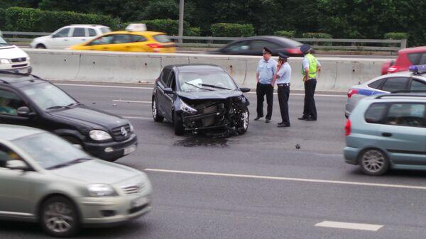 Последствия ДТП с участием двух легковых автомобилей на МКАД