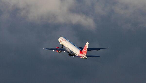 Самолет Boeing 757-200 авиакомпании ВИМ-Авиа взлетает в аэропорту Пулково в Санкт-Петербурге. Архивное фото