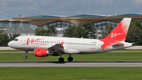 Самолет Airbus A319 авиакомпании ВИМ-Авиа в аэропорту Пулково в Санкт-Петербурге. Архивное фото