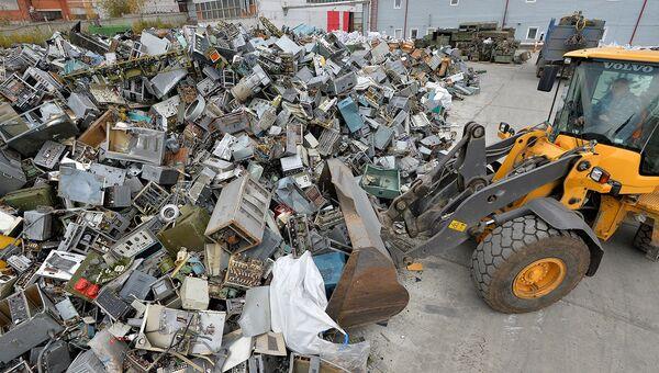 Военнослужащие ВВО вывезли с острова Врангеля 600 тонн металлолома