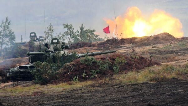 Танк Т-72Б3 на полигоне в Минской области