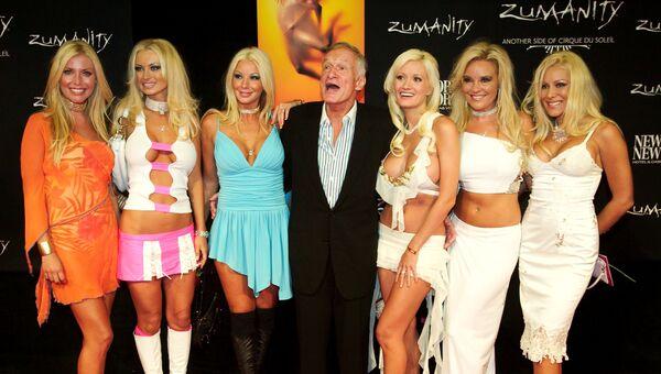Основатель журнала Playboy Хью Хефнер с девушками. 20 сентября 2003