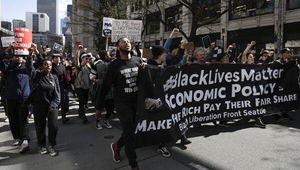 Участники протестов Black Lives Matter в Сиэтле