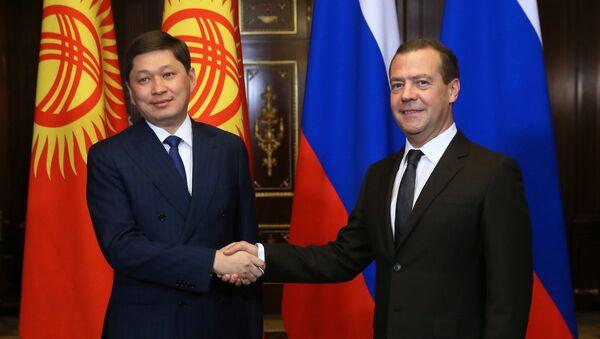 Председатель правительства РФ Дмитрий Медведев и премьер-министр Киргизии Сапар Исаков во время встречи. 29 сентября 2017